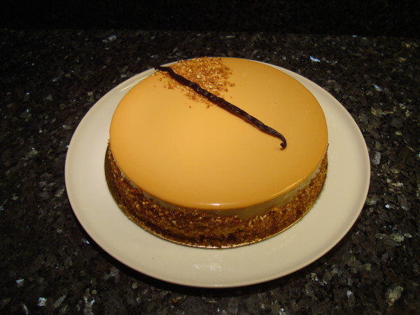 Entremets poire caramel pear and caramel mousse cake for Glacage miroir caramel