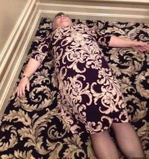 Fotos de Humor : Encuentra a la señora en la alfombra floreada