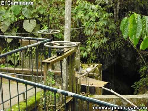 Barandales en el Centro Turístico Naciente del Río Tioyacu (Rioja, Perú) 1
