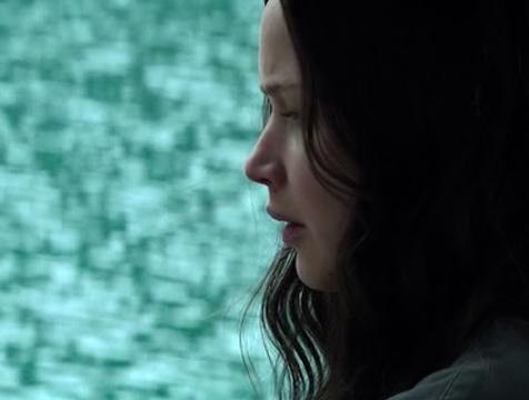 Katniss Everdeen (Jennifer Lawrence) cantando en Los juegos del hambre. Sinsajo parte 1 - Cine de Escritor