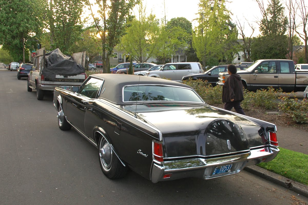OLD PARKED CARS.: 1969 Lincoln Continental Mark III.  OLD PARKED CARS...