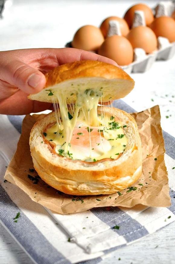 Pan Relleno De Huevo Jamón Y Queso