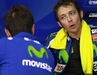 Dipecundnagi Dovi, Rossi Salahkan Sarung Tangan dan Ban Depan
