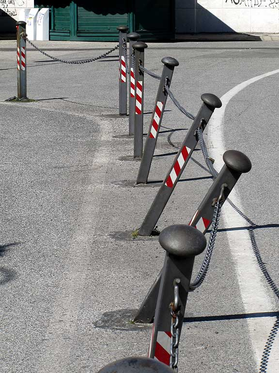 Bent chained posts, Livorno