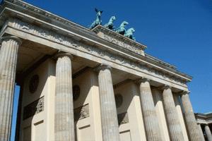 La Puerta de Brandenburgo, en Berlín, de estilo neoclásico