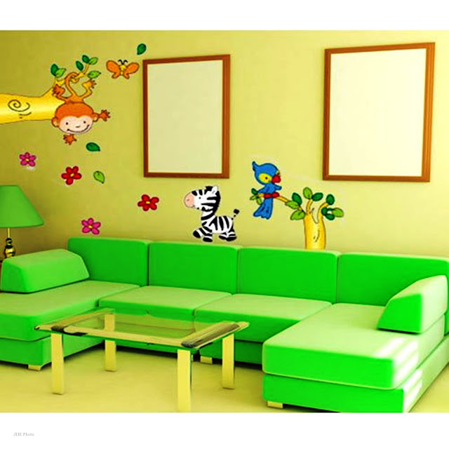 Living Room Design Using Animal Wall Decor