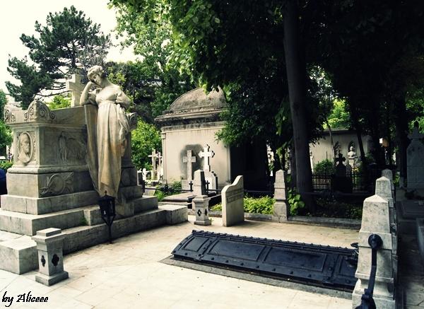cimitirul-Bellu-Bucuresti-tur-turistic