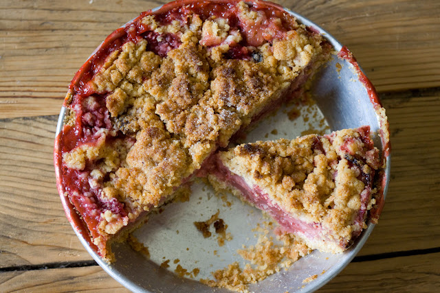 7-inch strawberry crumble pie