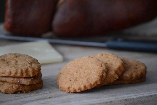 Galletas de sobrasada y queso de oveja