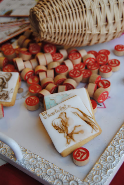 biscotti decorati  ispirati alla Tombola Napoletana