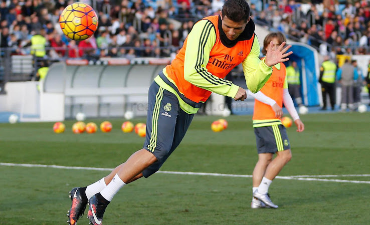 outlet store 8a14e 027dc Cristiano Ronaldo Switches Back To Custom Nike Mercurial ...