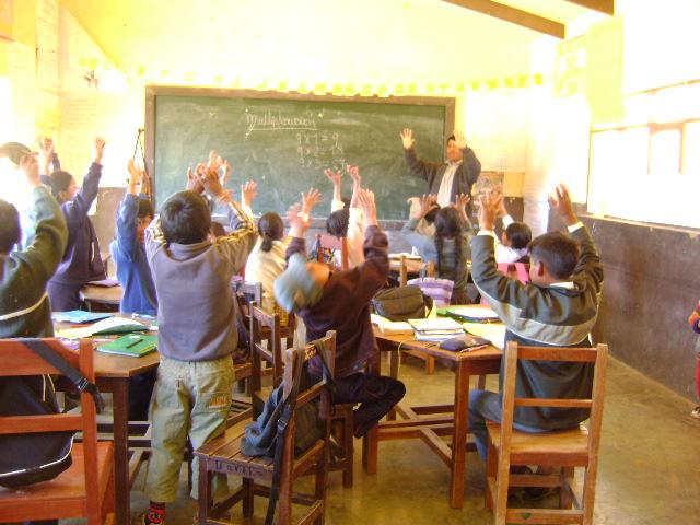 Bolivia: Educar a la niñez para incorporarla a la maquinaria industrial, sigue en el meollo