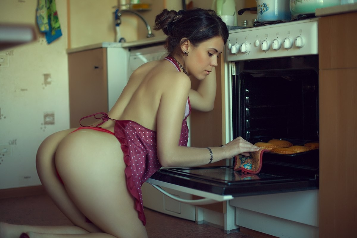 Sexy babes in the kitchen
