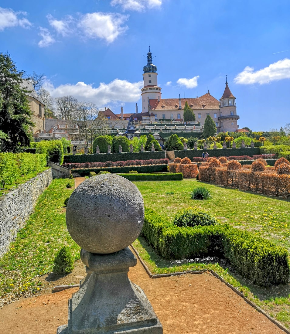 Nowe miasto nad Metują zamek, ogrody Czechy