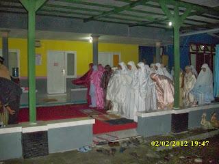 tarawih berjamaah peserta Kursus di VOC kampung inggris pare kediri