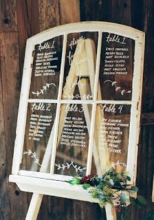 plan-de-table-mariage-vintage-fenêtre-vitre