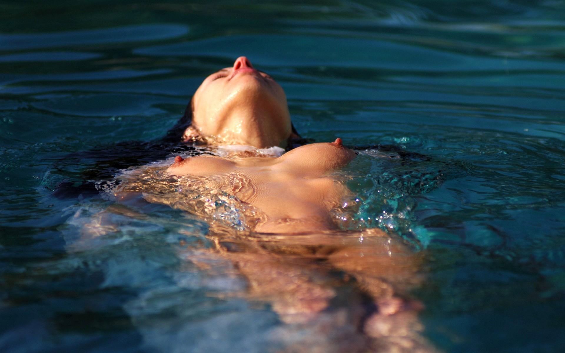 Эротика под водой фото, Голые девушки в бассейнефото в воде и под водой 13 фотография
