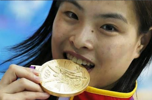Wu Minxia bites Gold medal in London Olympic 2012