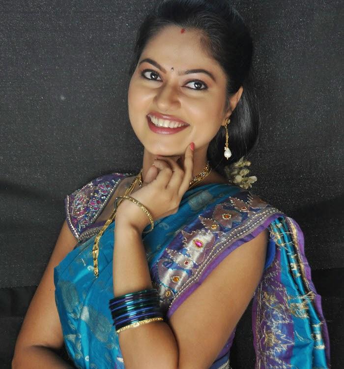 Sexy boobs in saree