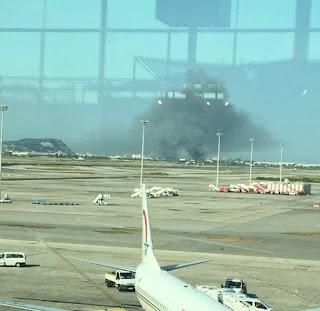 حريق ضخم بالقرب من مطار برشلونة بعد الهجمات الارهابية