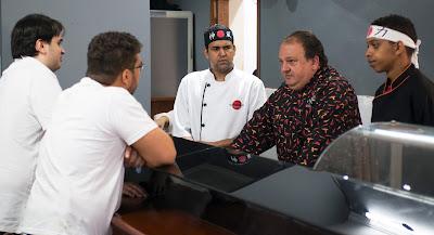 Erick Jacquin conversa com a equipe do restaurante Nahamalho - Divulgação/Band
