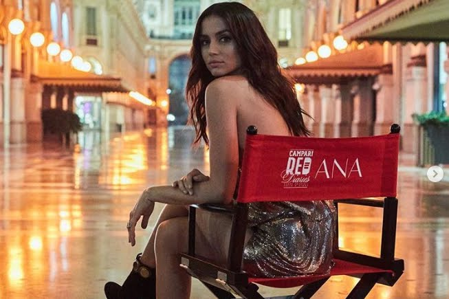 Campari: Ana De Armas protagonista Red Diaries Entering Red.