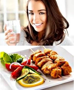 Resultado de imagen para tomar agua en la comida