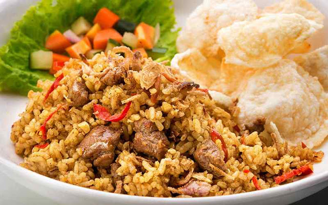 Nasi goreng merupakan kuliner nasional khas Indonesia.  Belakangan, kuliner yang pada tahun 2011 menempati urutan kedua dari 50 makanan terlezat di dunia ini mulai memiliki banyak ragamnya.