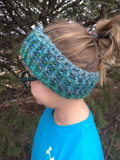 Free crochet pattern for an earwarmer headband. By April Garwood of Banana Moon Studio