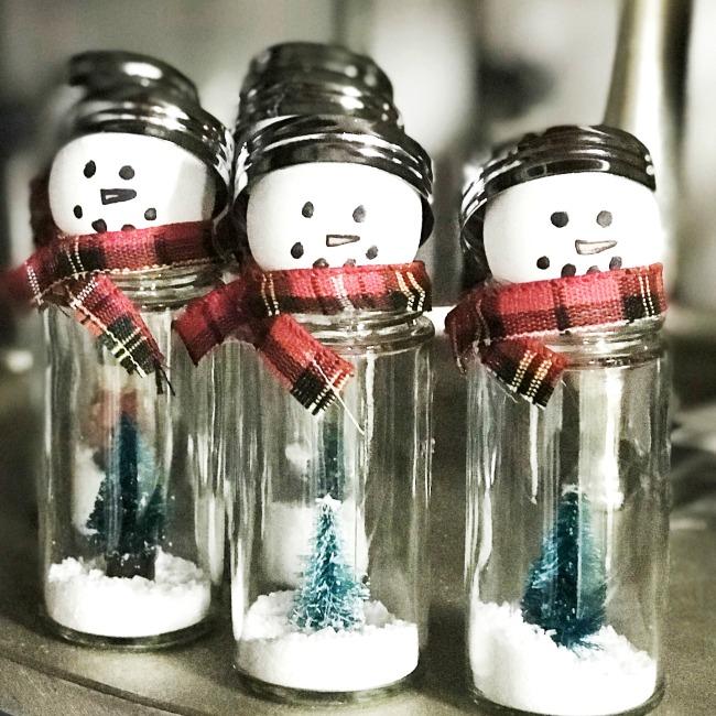 Adorable Snow Globe Style Salt Shaker Snowmen