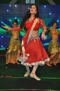 Bollywood Actress Model Sunny Leone Dance Performance in Red Half Saree at Rogue Audio Launch 13 March 2017  0192.jpg