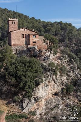 Ruta: Puig de la Creu (668 m.). Un castillo coronando un pico (Els 100 Cims)