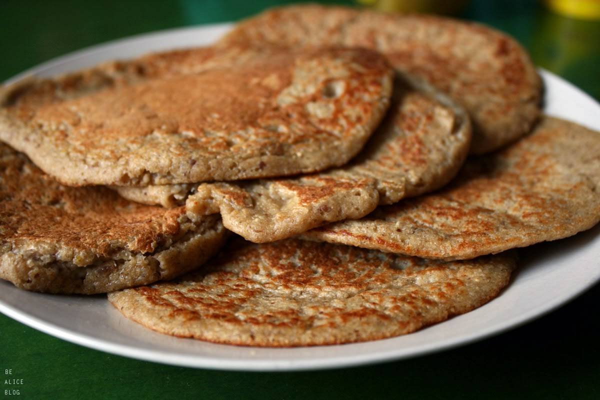 http://be-alice.blogspot.com/2014/10/oatmeal-banana-pancakes-vegan-gluten.html