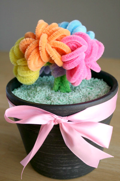 Pipe Cleaner Bouquet. Make and Takes & 20 Pipe Cleaner Crafts | Crafting in the Rain