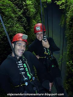 Cuevas de Waitomo - Inicio del rápel de 100 metros