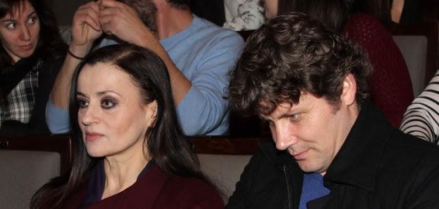 Παντρεύτηκε τον κατά 16 χρόνια νεότερο σύντροφό της πασίγνωστη Ελληνίδα ηθοποιός; Όλη η αλήθεια για τον γάμο τους (PHOTOS)