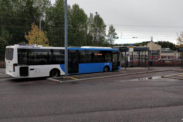 Linjan 173Z bussi Kirkkonummen matkakeskuksella.