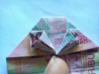 Membuat uang bentuk hati_2