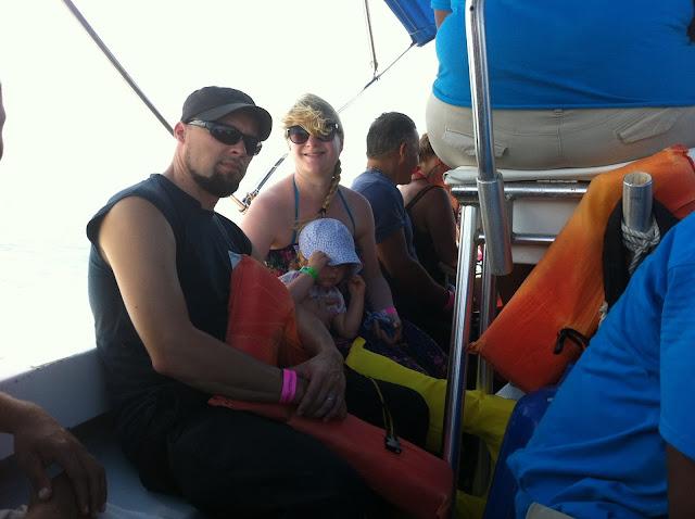 laivalla pikaveneellä saarelle