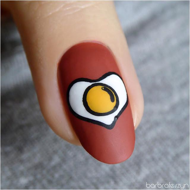 jajko na paznokciach