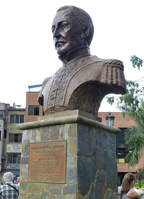 escultura representante de Francisco de Paula Santander