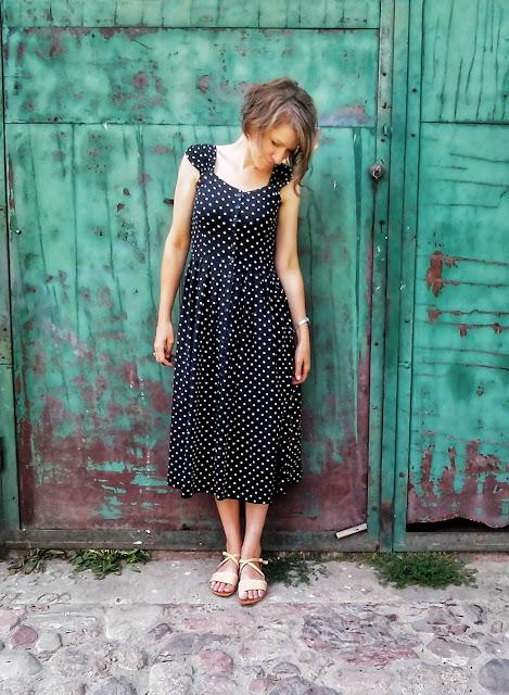295. sukienka w groszki