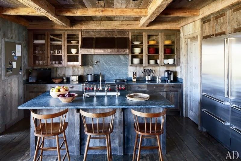 Drewniana rezydencja z kamiennym kominkiem, wystrój wnętrz, wnętrza, urządzanie domu, dekoracje wnętrz, aranżacja wnętrz, inspiracje wnętrz,interior design , dom i wnętrze, aranżacja mieszkania, modne wnętrza, styl rustykalny, styl klasyczny, drewniany dom, kuchnia