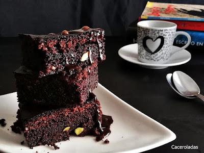 brownie de chocolate con pistachos