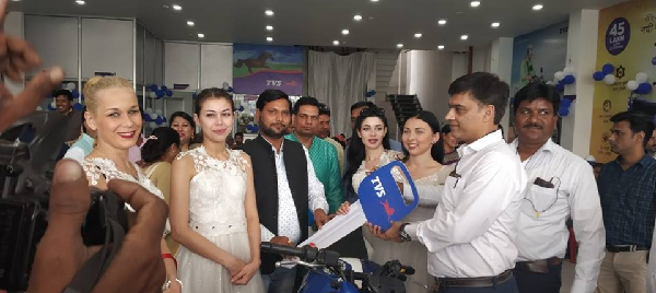 Lucknow-road-par-TVS-showroom-ka-hua-udhghaatan