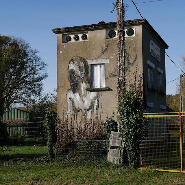 """bâtiment orné d'un graff à Saint-Just """"énergie électrique basse Loire"""""""