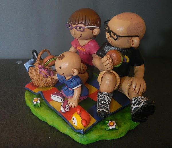sposini con bambino e giochi statuette personalizzate artigianato orme magiche