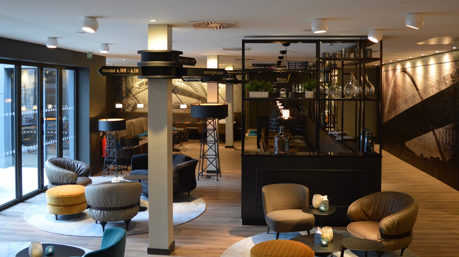 Motel One Newcastle lobby bar