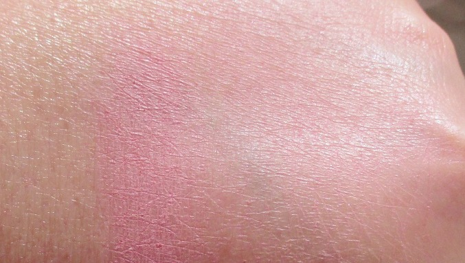 burberry-light-glow-blush-peony-swatches