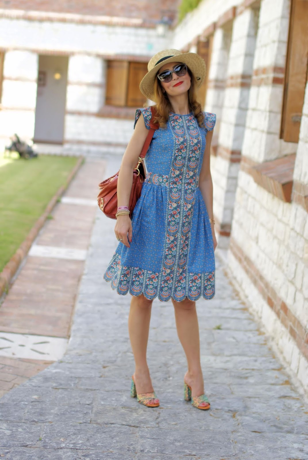 Vintage folk style summer dress on Fashion and Cookies fashion blog, fashion blogger style